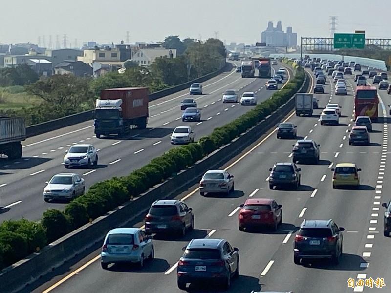 高速公路局研判下午有6大路段將出現壅塞。(資料照)