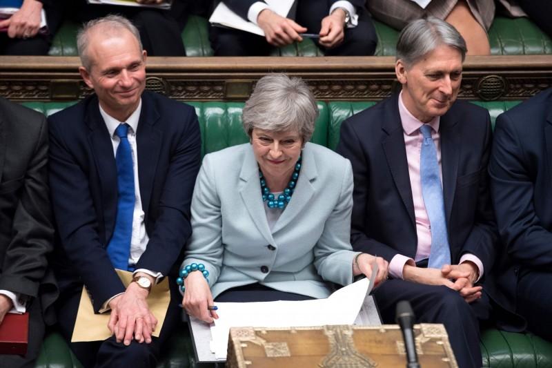 英國國會當地時間週一(25日)深夜以27票之差通過一項修正案,國會從首相梅伊手中奪下對於脫歐進程的主導權。(法新社)