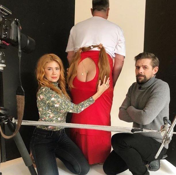 派琳娜·羅賓斯基(Palina Rojinski)幾天後揭穿了「乳溝照」的真實樣貌,反將那些猥褻她照片的變態們一軍。(圖取自Palina Rojinski臉書)