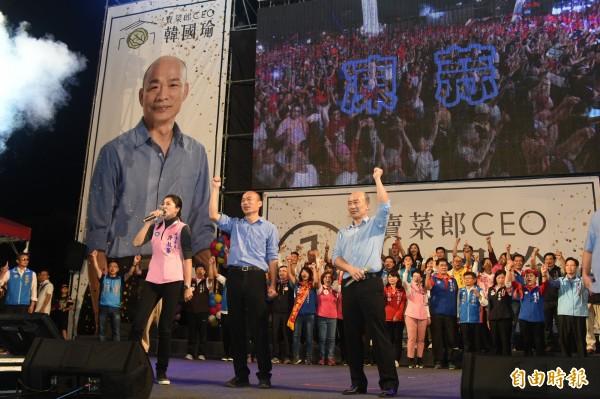 國民黨高雄市長候選人韓國瑜昨晚在高雄鳳山舉辦黃金週造勢大會,宣告現場湧入十萬人﹔韓國瑜在晚會中除再次承諾要帶領高雄市民過好日子,更重新闡述高雄價值,強調就是兩個字「包容」。(記者張忠義攝)