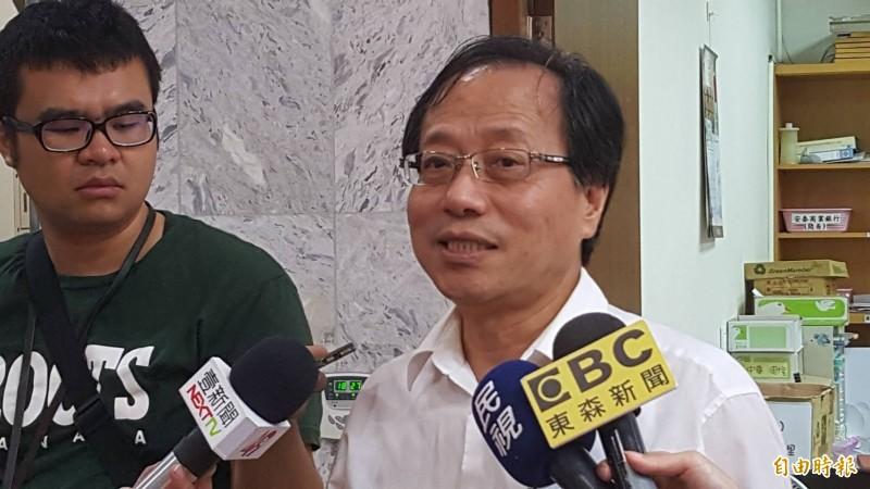 中華民國全國公務人員協會理事長李來希不滿軍公教年改釋憲的結果,在臉書崩潰「今天是司法史上最黑暗最讓人難過的一天」。(資料照)