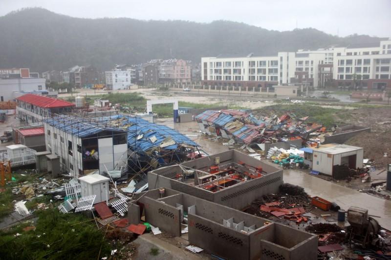 利奇馬橫掃中國災情擴大,6省逾600萬人受災。圖為浙江省溫嶺市。(法新社)