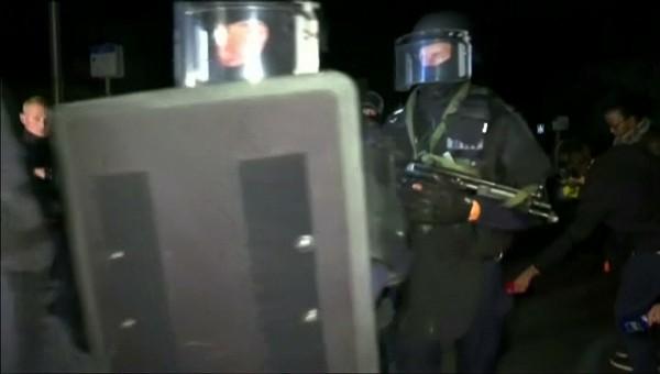 法國警方獲報後雖趕到並展開攻堅、擊斃兇嫌,但警長的伴侶也遭殺害,只有3歲大的男嬰倖存。有報導指出,男嬰的母親也是警察。(路透)