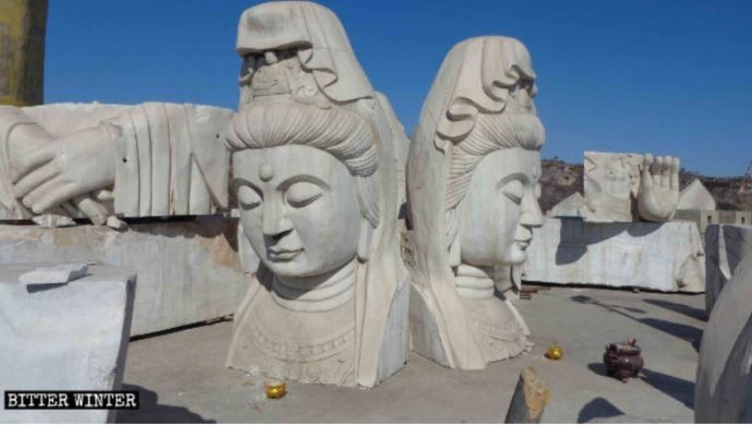河南省安陽市「小南海金龜休閒山莊」旅遊景點中的觀音像被大卸49塊。(圖擷自《寒冬》雜誌)