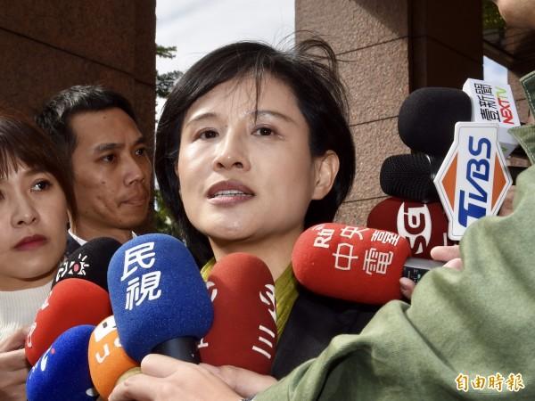 鄭麗君被呼巴掌留印 謝志偉:映照台灣近代史血肉模糊的印記