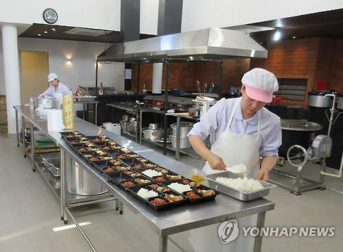 假如選手沒時間進來餐廳用餐,「韓國隊之家」(Team Korea House)也會幫選手製作成一個個韓式便當。(圖擷自《韓國聯合通訊社》)