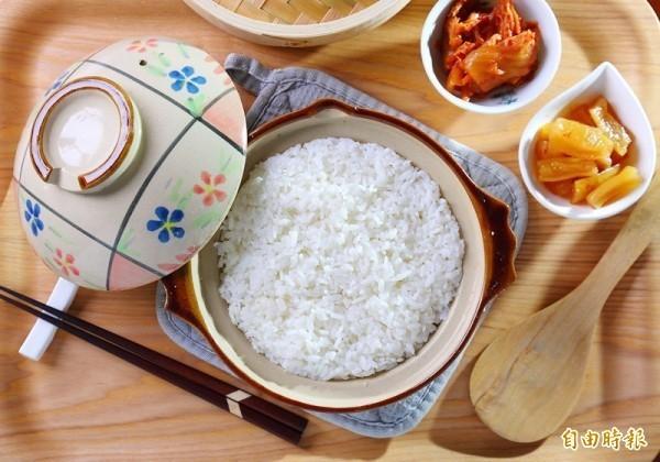 聲寶近日推出一項新型專利電子鍋商品,主打可減少米飯中的33%糖分,如民眾有減肥及控制血糖需求,用它就能「安心大口吃飯」,未料之後卻引發爭議。(資料照)
