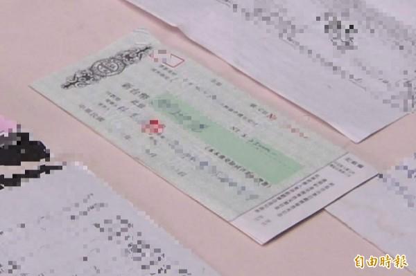 就算缺錢也不能亂簽支票,以免誤入詐騙集團陷阱,賠了夫人又折兵。支票示意圖,與新聞事件無關。(資料照)