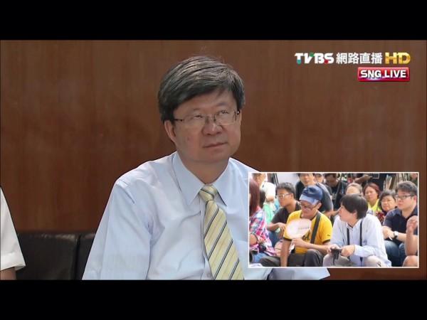 吳思華在與會中不小心翻白眼也被網友截圖下來。(圖截取自YouTube)