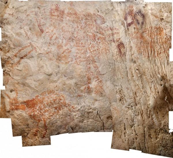 印尼「Lubang Jeriji Saléh」洞穴有大量壁畫,紅橙色壁畫年代較久遠、桑葚色則較為近代。(法新社)