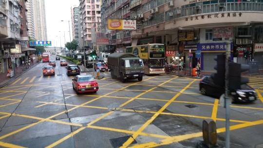 網友推測解放軍入港的2個可能性,一個是中國想要在8月18日清場,另一個就是香港解放軍軍營更換兵力。(圖擷取自LIHKG)