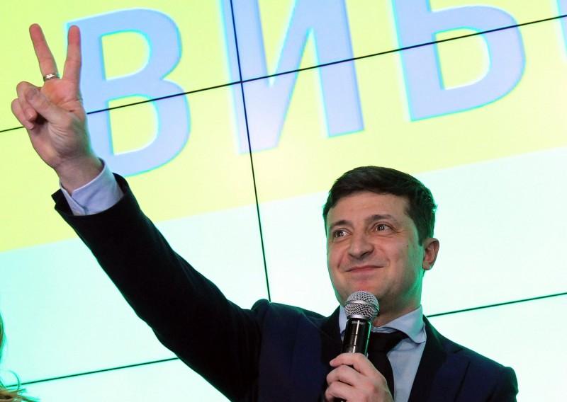 烏克蘭總統大選的初步結果已出爐,41歲的政治素人、喜劇演員澤倫斯基(Volodymyr Zelenskiy)得票率遙遙領先。(歐新社)