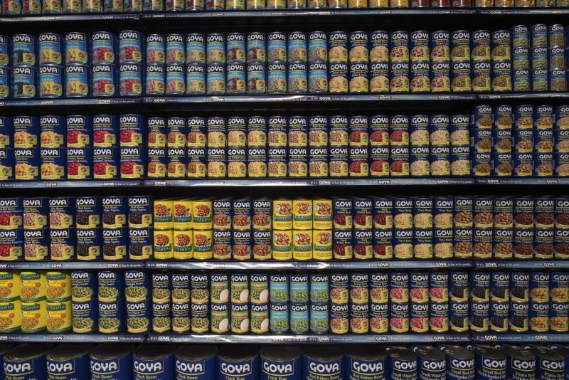 美國食品商「哥雅食品」執行長日前公開讚美總統川普,被消費者揚言抵制。(彭博資料照)