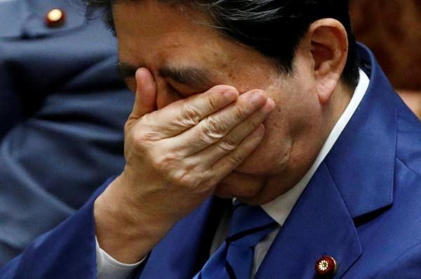 日本首相安倍晉三深陷「學園弊案」,前首相小泉純一郎認為,安倍要爭取第3次連任恐怕「非常困難」。(路透)