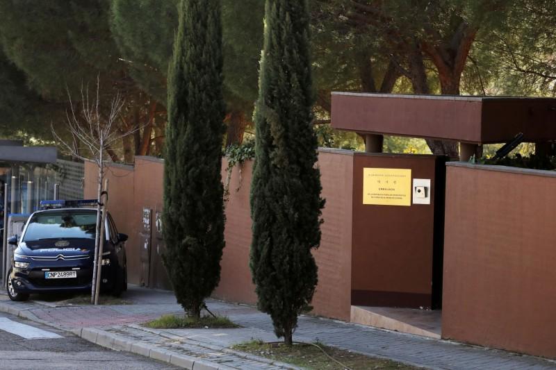 北韓駐西班牙大使館(見圖)在2月22日遭10名不明人士闖入,控制大使館職員後奪走多台電腦隨即逃逸無蹤;北韓當局在沉寂1個多月後,終於在今天透過官媒呼籲西班牙當局能「徹查此案」。(路透)