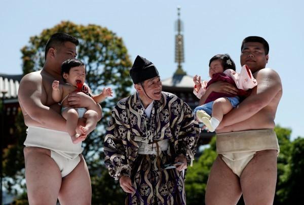 2018年國內出生的日本人嬰兒預估為92萬1000人,創下1899年開始統計以來的最低紀錄。(路透)