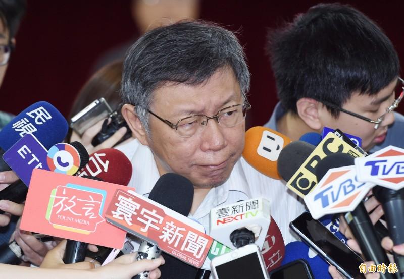 台北市長柯文哲坦言,確實禮拜天有個行程要去桃園,至於是不是有柯郭王合體表態同框的意味?柯語氣曖昧表示,「反正看下去就對了。」(記者廖振輝攝)