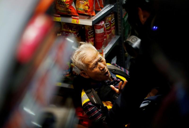 「絕食陳伯」疑被警方胡椒水擊中。