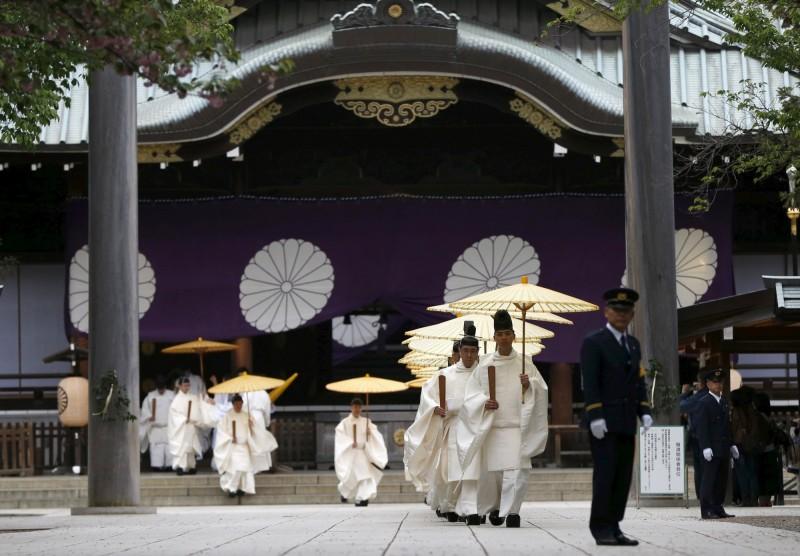今年適逢靖國神社成立150週年,神社曾向宮內廳提出極為罕見的「行幸請願」,盼當時的天皇能來參拜。(路透)