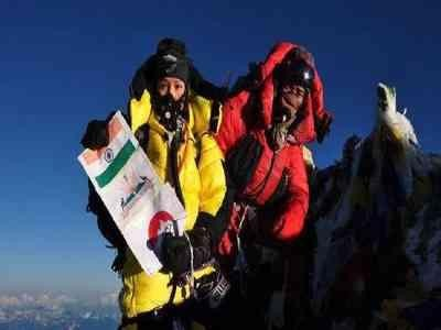 印度女登山家詹森帕的遠征隊表示,詹森帕今天成功攻頂聖母峰,而她16日已成功攻頂過,這也讓她創下了女性單季登頂世界最高峰2次的紀錄。(圖擷取自印度時報)