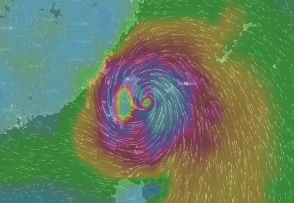 鄭明典表示,氣象局與日本氣象廳,在颱風7級風暴風半徑的詮釋定義不同,自然也就不一樣。(圖擷自windyty網站)