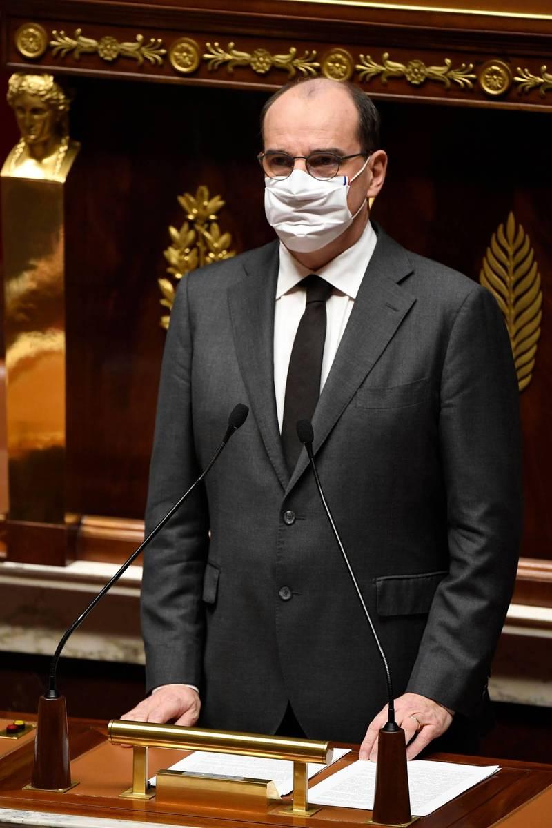 法國總理卡斯特克斯在議會上默哀一分鐘,向在尼斯被襲擊的受害者致意。(法新社)
