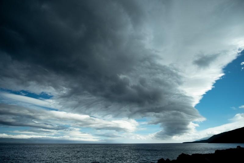 科學家發現有時颶風會伴隨地震發生,並將此現象命名為「風暴震(Stormquakes)」。(法新社)