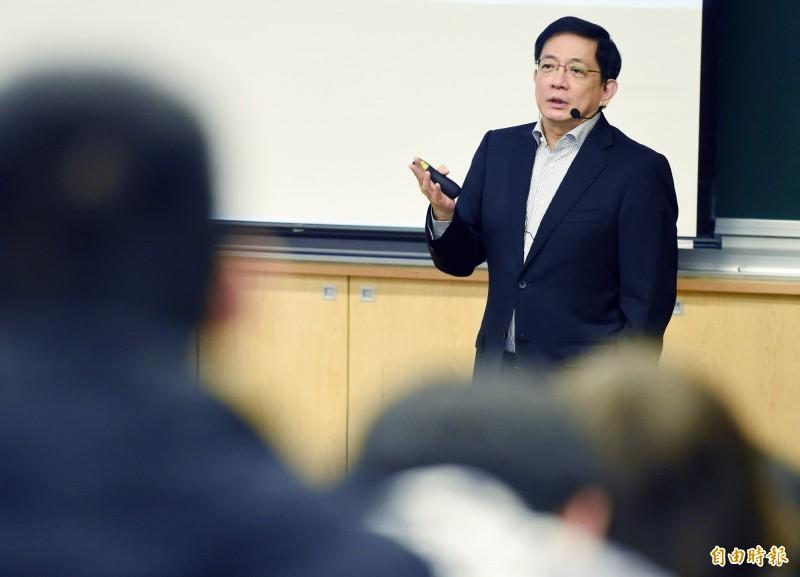 台大校長管中閔(見圖)8日以「我的的學思歷程—走過慘綠歲月」為題,在校內發表專講。(記者廖振輝攝)