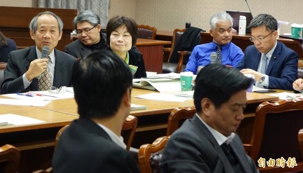 立法院內政委員會繼續審查公投法部分條文修正草案。(記者劉信德攝)