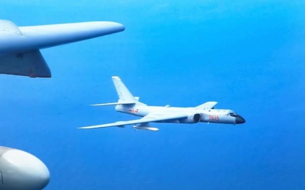 但有網民看到相片後相當不解,留言詢問軍機為什麼很少滿彈實訓。(圖擷自微博)