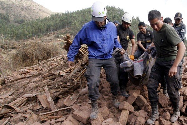秘魯發生規模4.9地震,造成當地9成房舍坍塌,共有8人死亡、10人受傷。(路透)