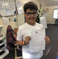 澳洲10歲男孩認真的研究要開設一家航空公司,獲得澳航CEO的邀請一起來開會。(圖擷取自Qantas推特)