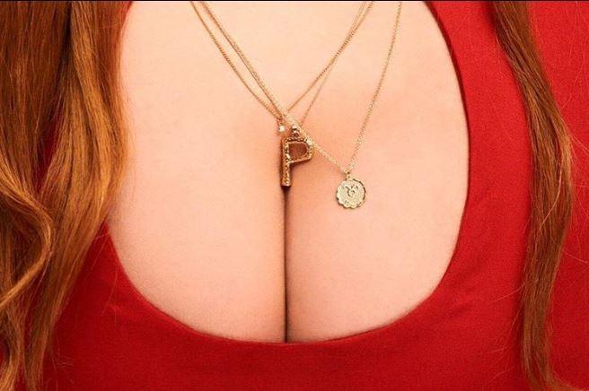 德國女演員派琳娜·羅賓斯基(Palina Rojinski)日前上傳的「假乳溝照」在網路上瘋傳。(圖取自Palina Rojinski臉書)
