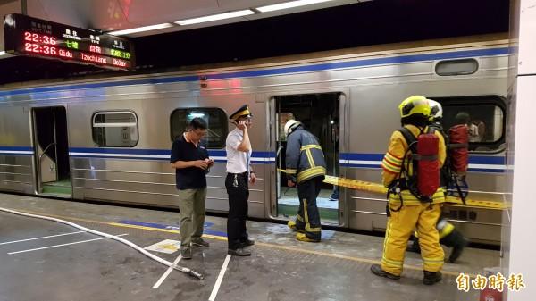 松山火車站發生列車爆炸意外。(記者陳志曲攝)