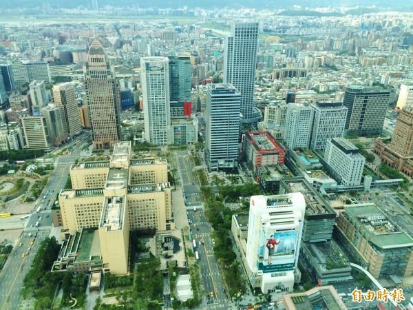 今年全國公告地價均調漲,台北市漲幅超過3成,民眾荷包恐大失血,若不申請自用住宅用地優惠稅率,繳一般用地稅率將差5倍。(資料照,記者王孟倫攝)
