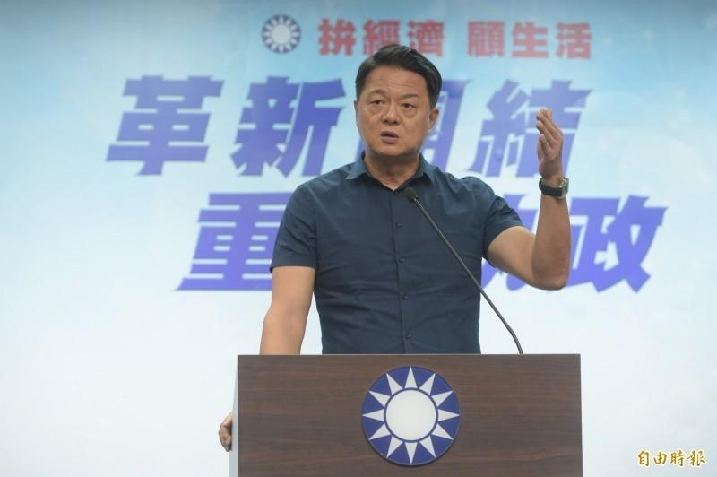 參與國民黨總統初選落敗的前台北縣長周錫瑋痛批,「忍你、讓你,不是怕你」,他還酸郭既沒誠信又沒風度。(資料照)
