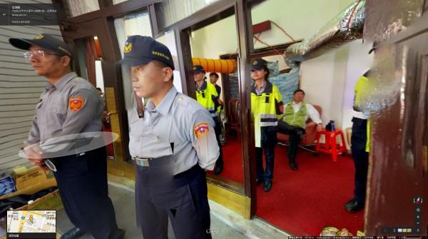 太陽花學運佔領國會的環景畫面中,有個小角落可以讓你穿過警察的看守走出議場。(圖片擷取自 Google Map)