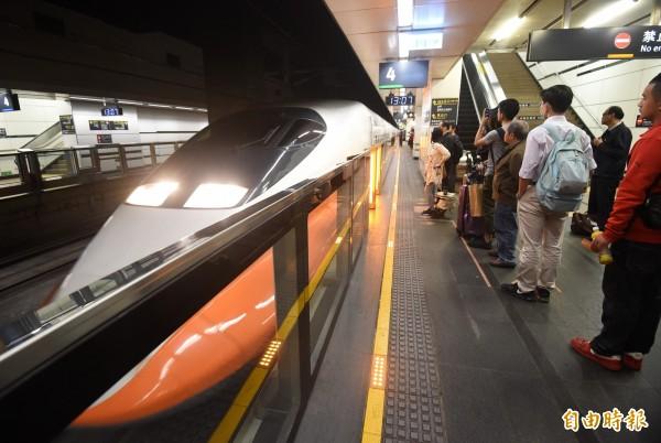 高鐵局長胡湘麟表示,去年9月進行高鐵往南延伸屏東工程評估,10月底完成後,已決定今年將依規定盡速啟動可行性研究。圖為高鐵台北站。(資料照,記者廖振輝攝)
