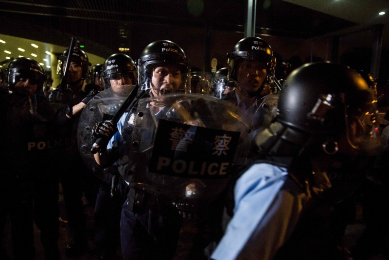 香港反送中大遊行,警方多次阻礙新聞工作者採訪。(法新社)