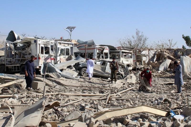 塔利班今日針對阿富汗國家安全局發動炸彈攻擊,波及到旁邊的醫院。(法新社)