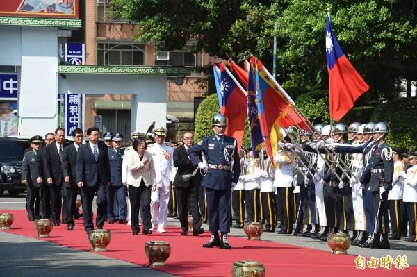 總統蔡英文今天上午赴復興崗參加三軍六校聯合畢業典禮。(記者劉信德攝)