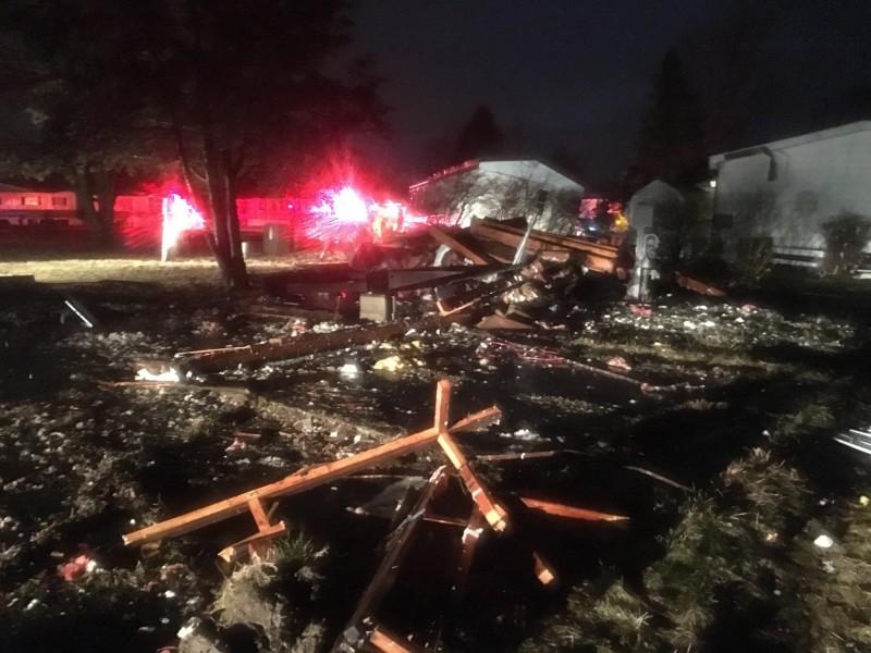 美國德州至阿拉巴馬州一帶過去兩天遭到至少17股龍捲風侵襲,造成至少8死數十傷,並有8萬戶斷電。(美聯社)