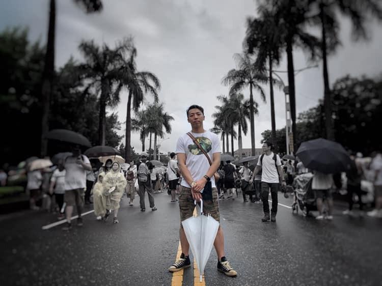 館長朋友辛普春,敘述20小時驚魂出逃中國返台。(圖擷取自辛普春臉書)