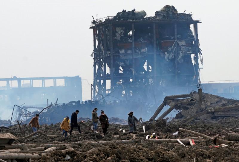 中國江蘇化工廠爆炸,已64死、28失蹤,搜救仍在進行。(路透)