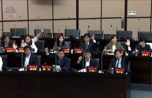 「願為台灣上戰場的官員是傻子」 網轟謝龍介若當選是台灣悲哀