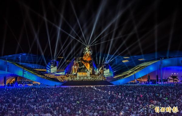 衛武營國家藝術文化中心今開幕,吸引逾2萬人到場歡慶衛武營誕生。(記者張忠義攝)