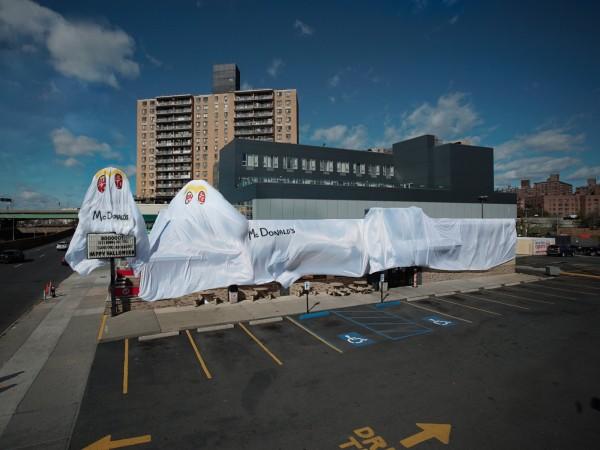 紐約市一家漢堡王「裝扮」成麥當勞。(圖擷自businessinsider.com)