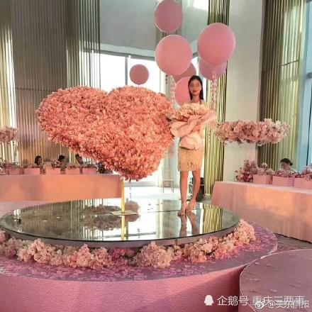 中國一位土豪為了幫女友慶生,砸下33.4萬人民幣送「有錢花」給女友。(圖擷自多維新聞)
