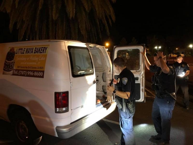 打開糕點廂型車尾門的那一剎那,警察就崩潰了。(圖擷自Redding Police Department)