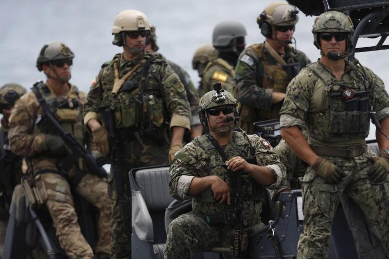 美國德州聯邦法官裁定,徵兵只針對男性實屬違憲。(彭博)